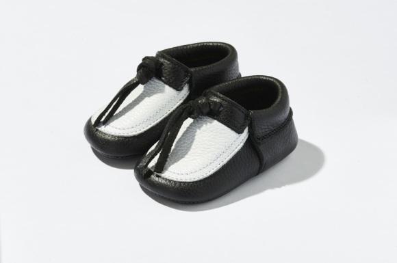 michaels-moccs-børnesko-bløde-indesko-sutsko-kidsshoes-baby-sko-sorte-hvide